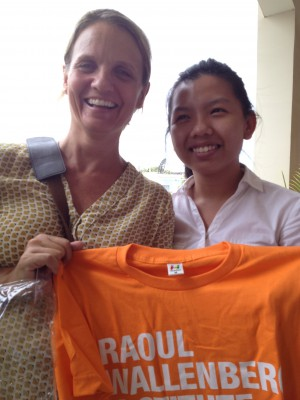 "Kristin Dadey (IOM) receives an RWI t-shirt for her presentation on Human Rights and Migration during the ""Human Rights Lunch"" at RWI's office in Cambodia. Here together with Sreng Thida, one of the scholarship recipients."