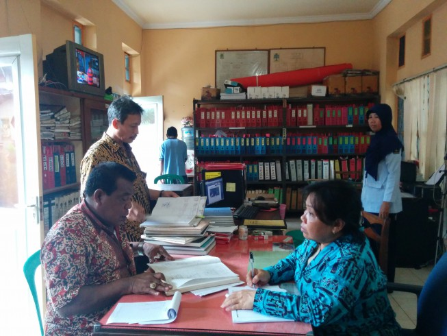 Checking the registration of prisoners in Mataram Klas IIA Prison, West Nusa Tenggara.